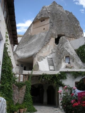 Traveller's Rest Cave Pension Courtyard
