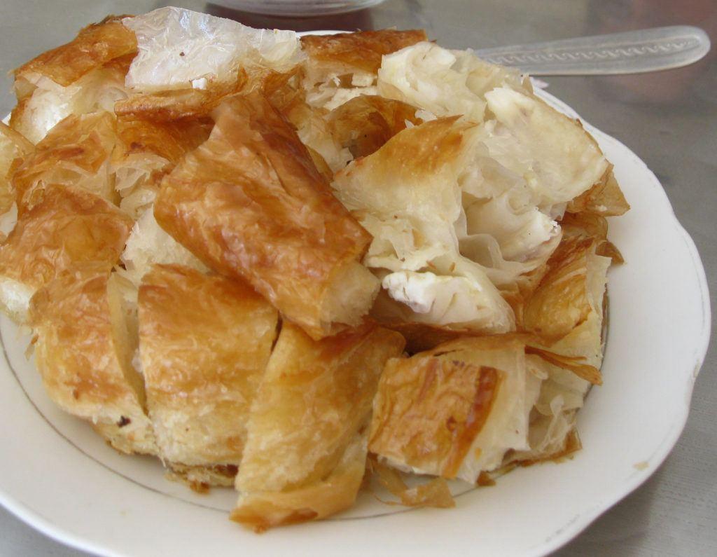 Баница с сыром сирена. болгарская еда Традиционный болгарский путеводитель и 5 блюд, которые нельзя оставить без внимания! Banitsa 1024x795
