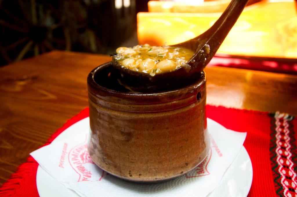 Боб Чорма или суп из белой фасоли. болгарская еда Традиционный болгарский путеводитель и 5 блюд, которые нельзя оставить без внимания! Bean Soup 1 2 1024x682