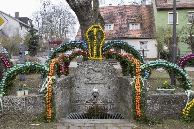 Schillingsfurst Easter Well