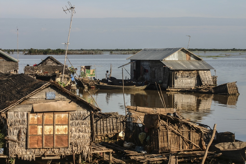 Living Tongle Sap Cambodia