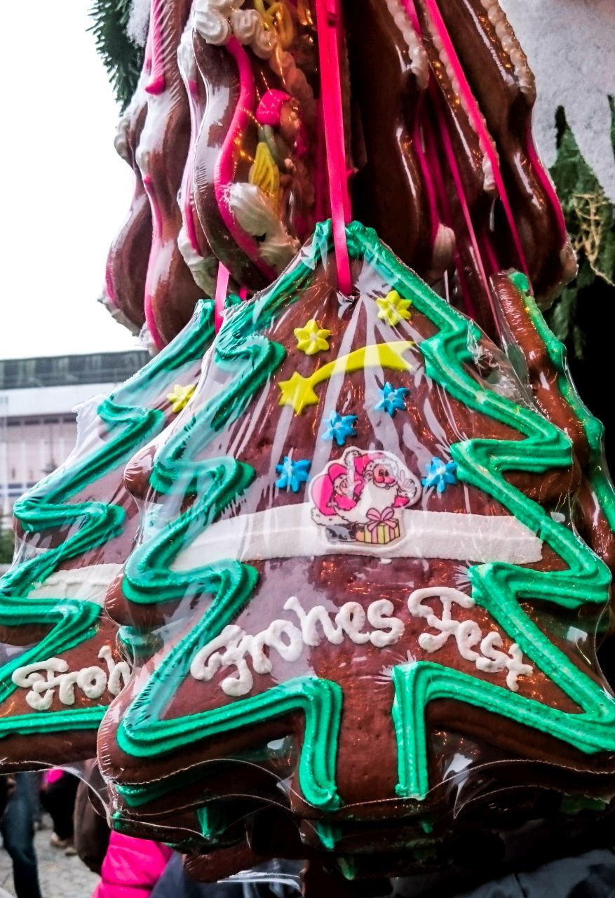 Find a huge heart or Christmas tree-shaped gingerbread for your love at a Bavarian Christmas market. Click here for a one week itinerary!