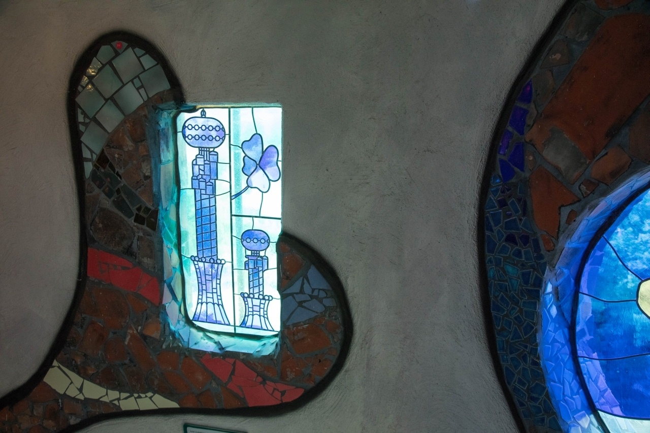 A stained glass Kuchlbauer Tower decorated the tower.