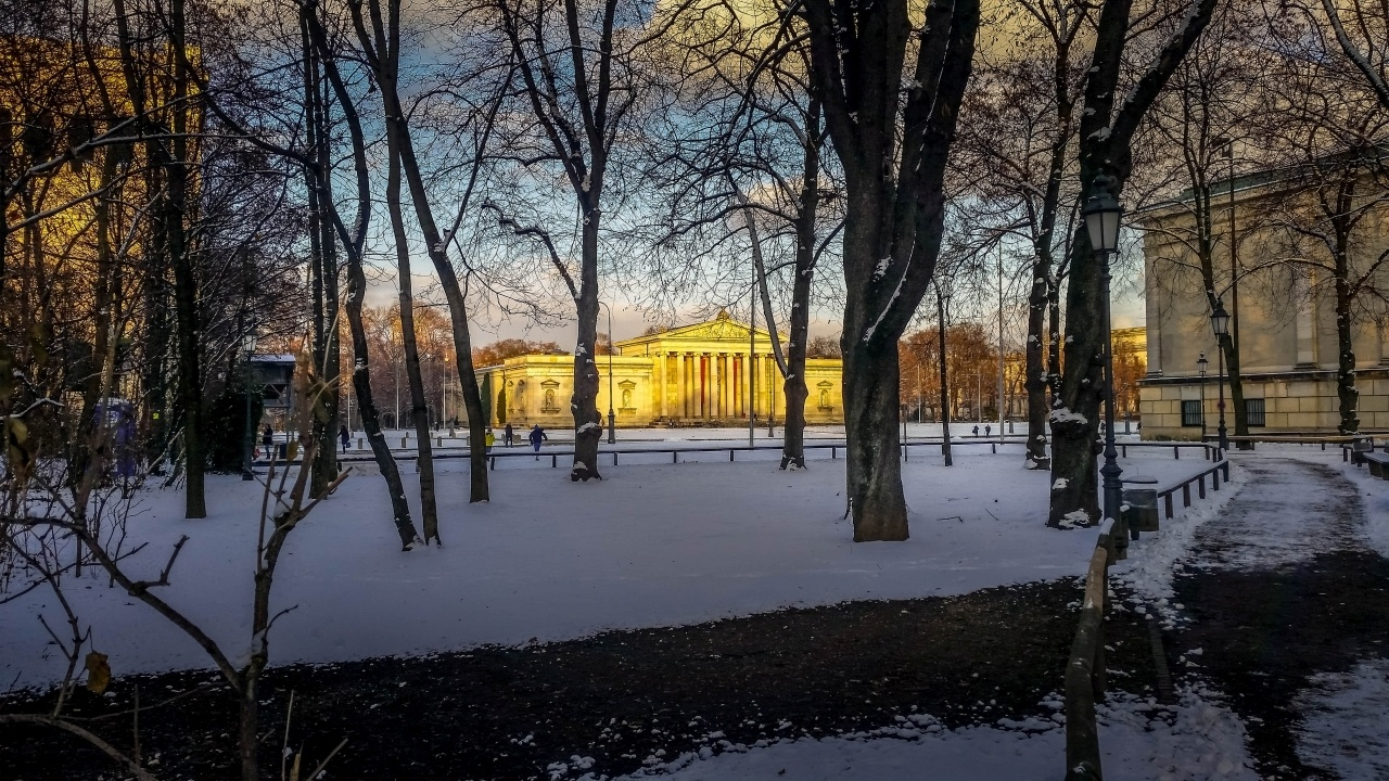 Snow covered, Munich, Germany