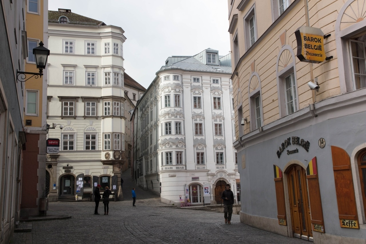 An intersection with baroque buildings in the center of Linz