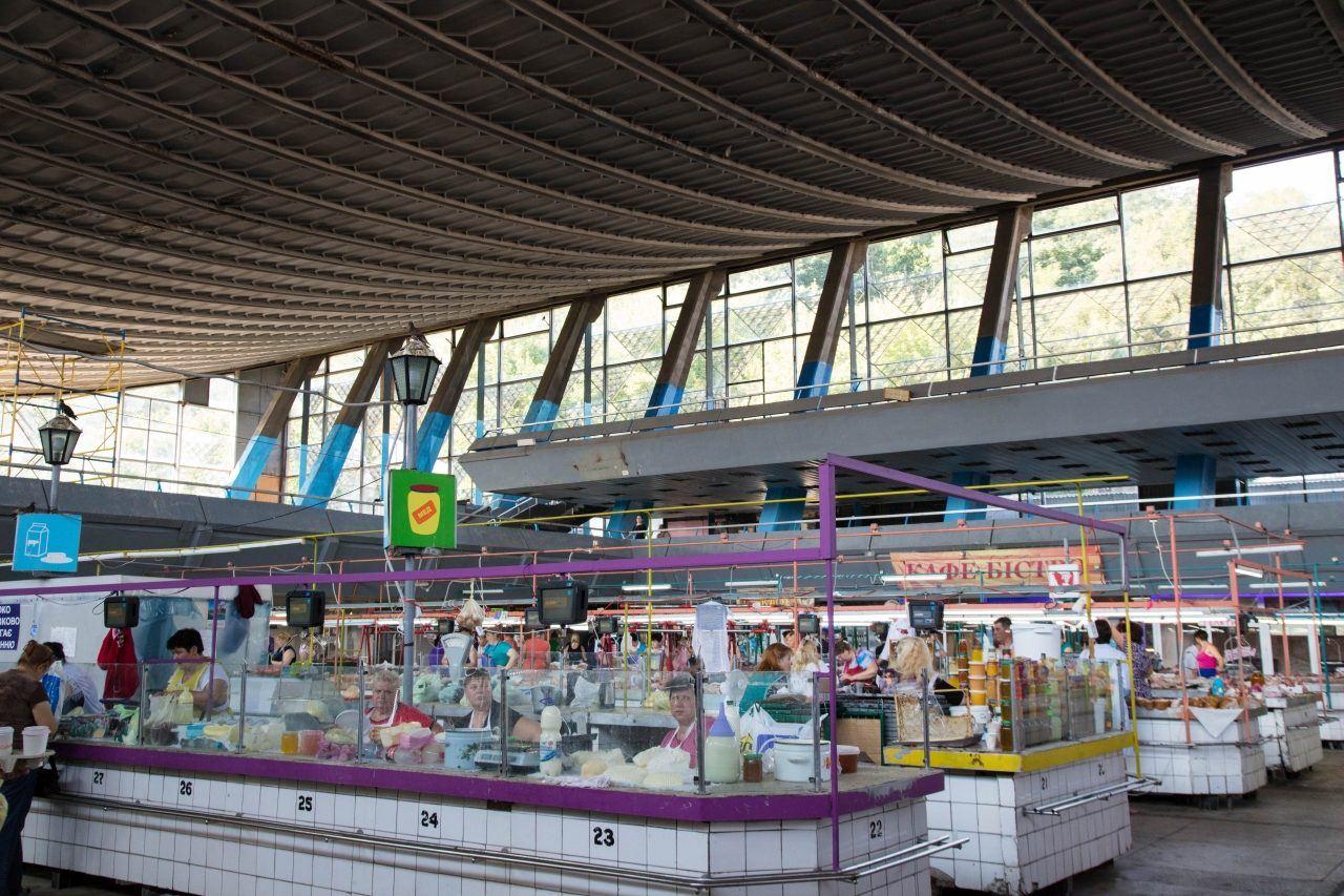Kiev attractions - shopping at Zhitnii Market