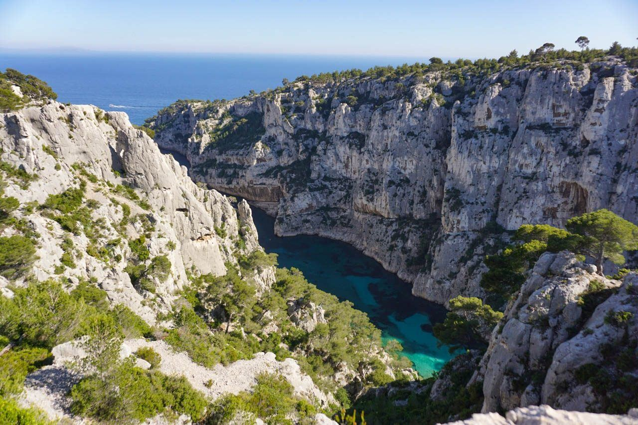 Rock cliffs and turquoise water in Provence, France