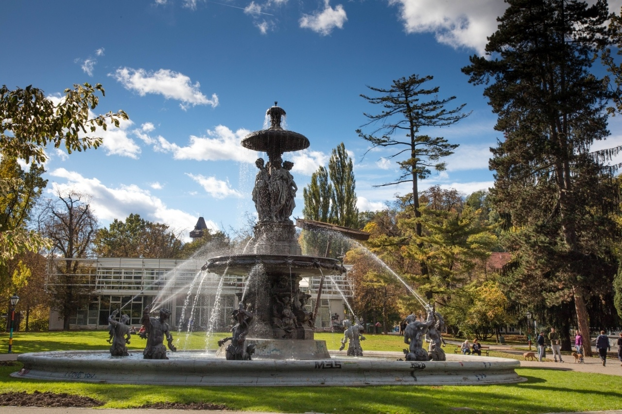 Even when you have a busy day of Graz sightseeing, we suggest taking your time and a quick rest at one of the many beautiful parks.