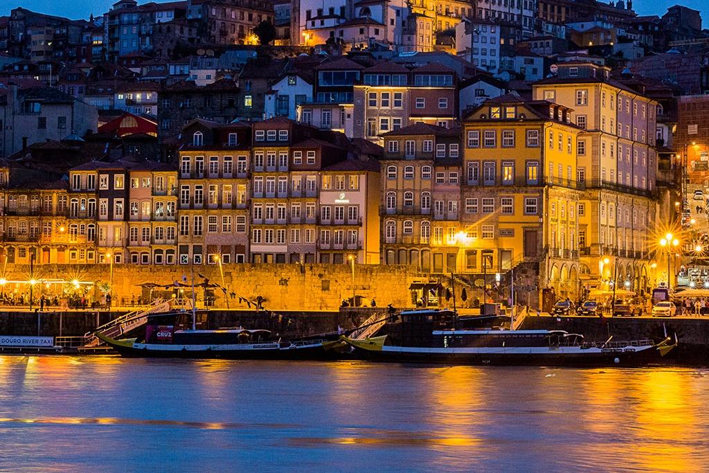 River through Porto at night