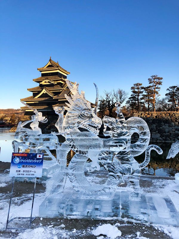 Ice sculpture of a tiger and dragon