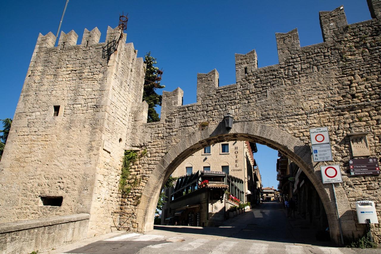 Sights in San Marino - Castles and City Walls