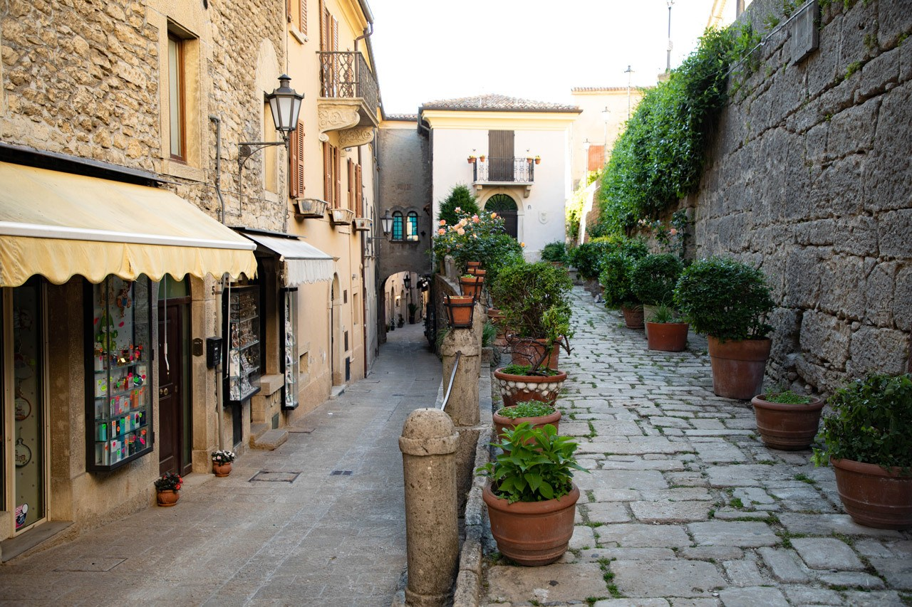 Things to do in San Marino - Evening strolls through the old town