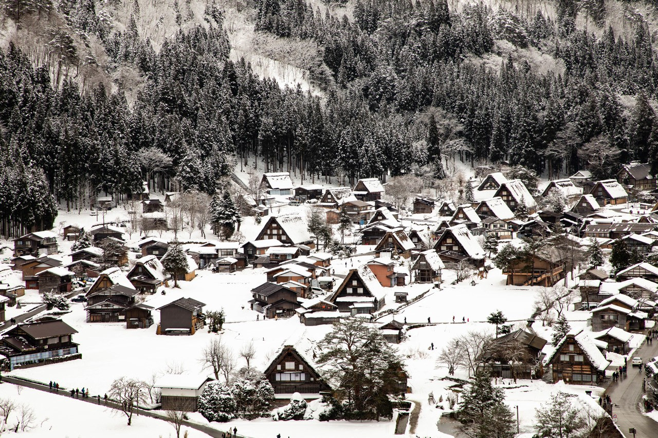 The same view of Ogimachi during the winter. Winter is the perfect time to visit Shirakawago.