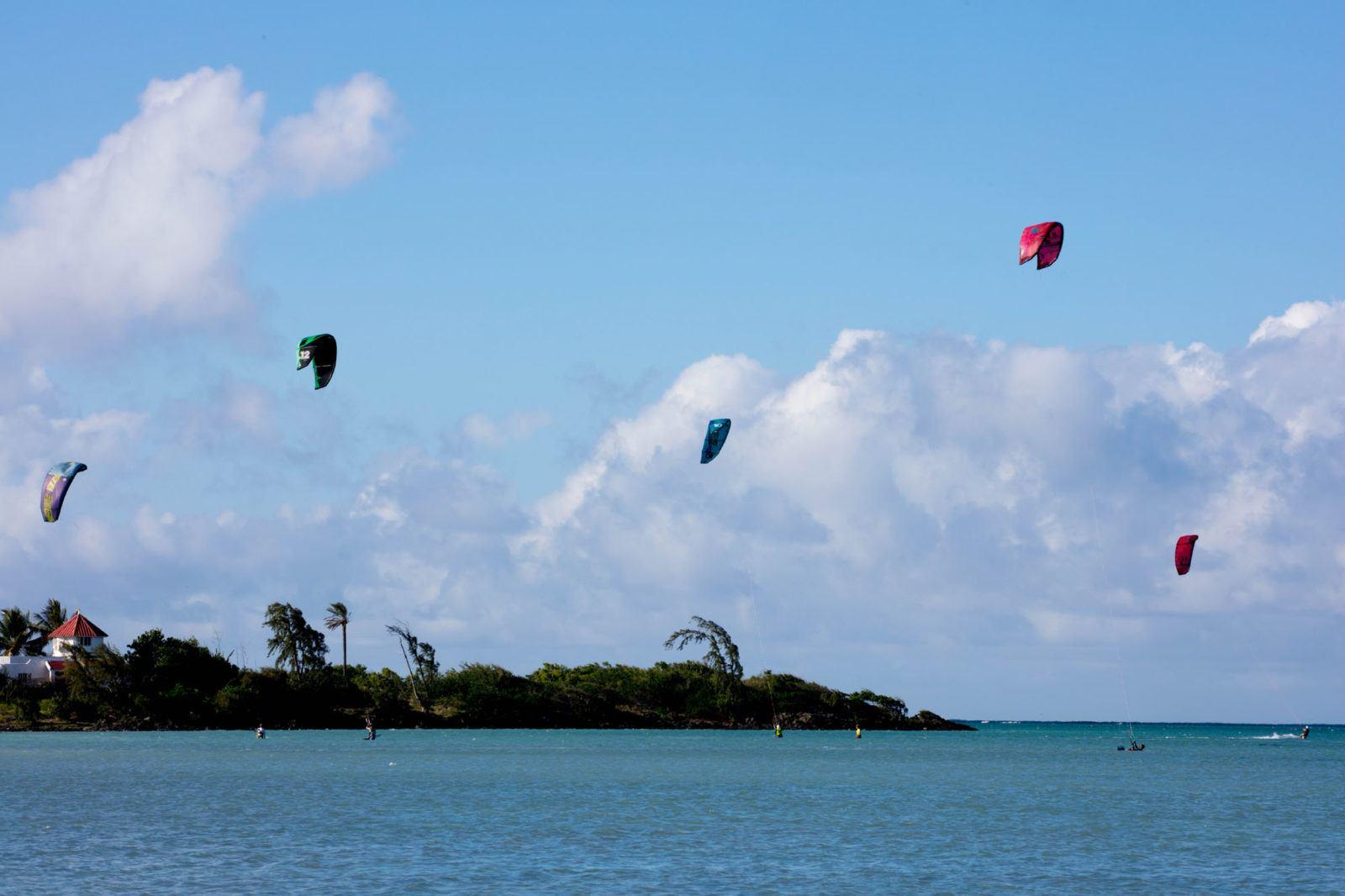 Кайтсерфинг на Маврикии Чем заняться на Маврикии Чем заняться на Маврикии – Путешествие к звезде и ключу Индийского океана Kite Surfing Mauritius 1 1600x1066