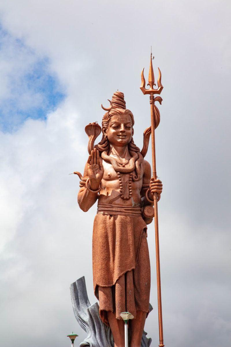 Господь Шива улыбается сверху. Чем заняться на Маврикии Чем заняться на Маврикии – Путешествие к звезде и ключу Индийского океана Lord Shiva Statue Mauritius 1 1 800x1200