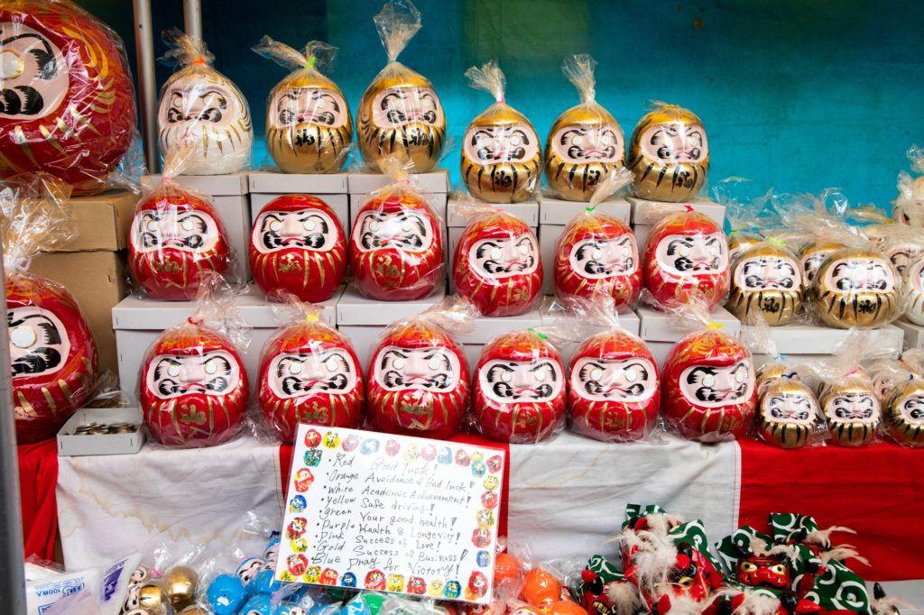 Ярмарка Дарума в храме Джиндайи Ярмарка Дарума в храме Джиндайи Darumas for sale Daruma Fair Jindaiji Temple 1 1024x682