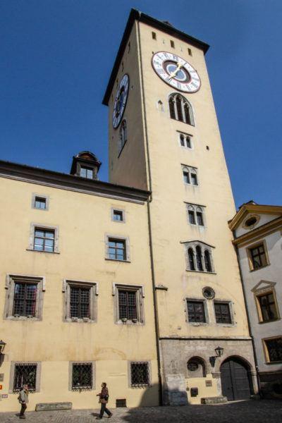 Часовая башня в Старом городе.  Регенсбург, Германия Altstadt Regensburg 1 400x600